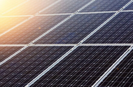 aurinkopaneeleita